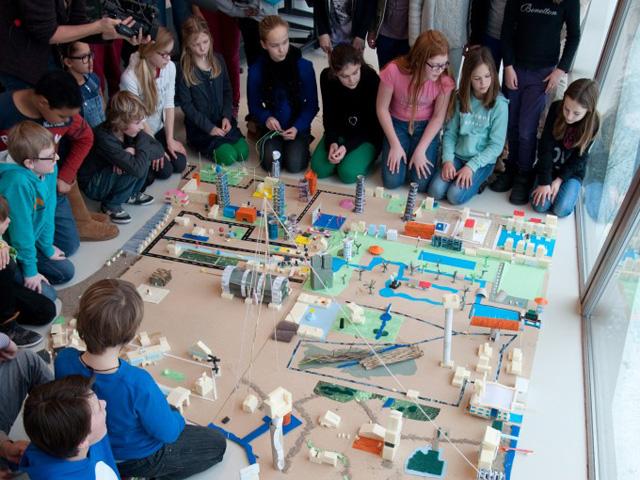 Willibrordschool maakt maquette eiland